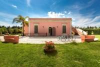 Guagnano Gardens Villa